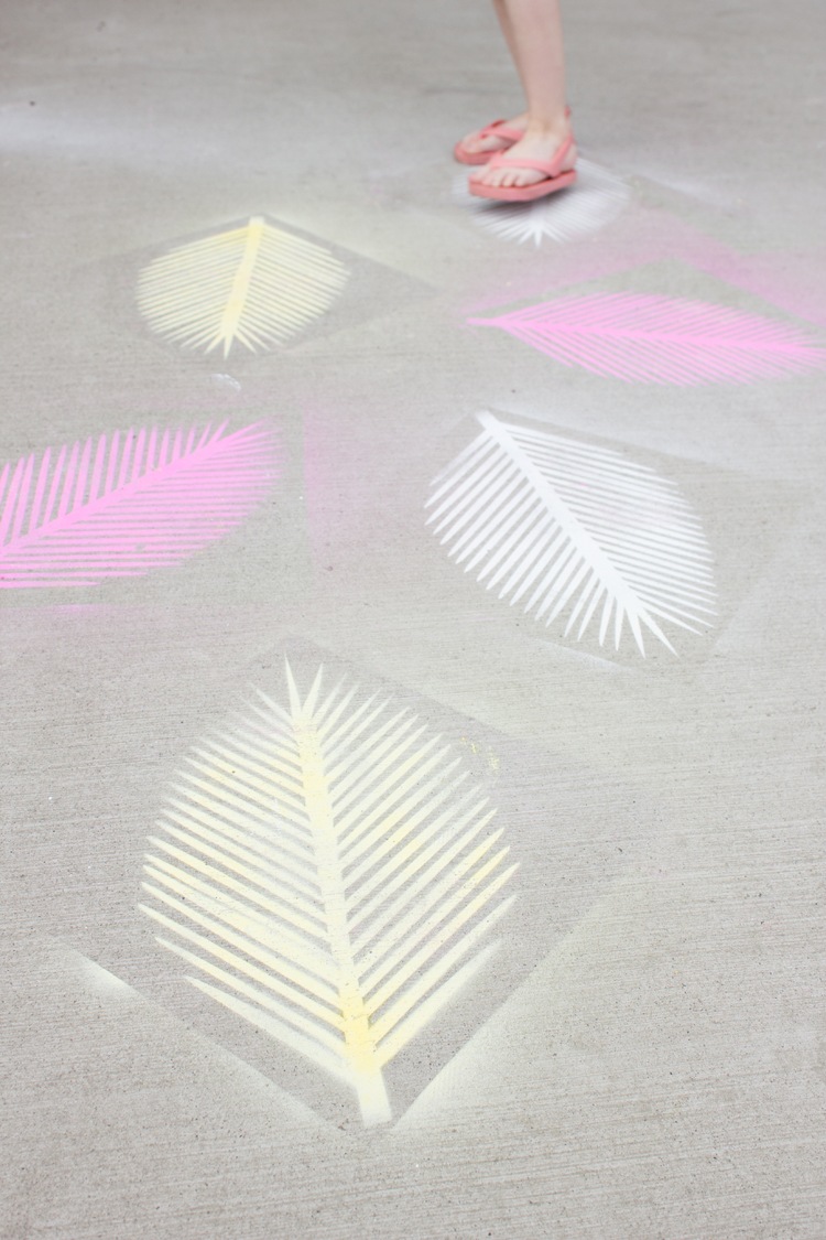 Paper Palm Frond Party Decor + Free Cut Files // www.deliacreates.com