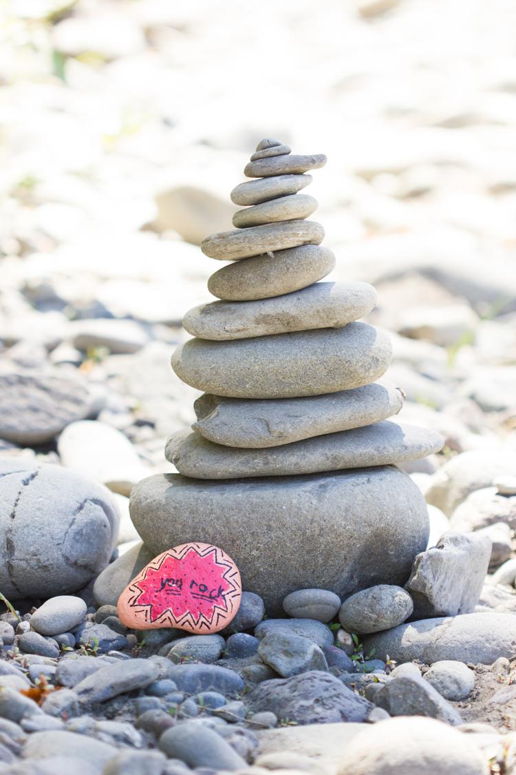 Kindness Rocks Project // www.deliacreates.com