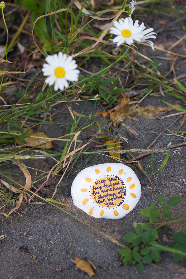 Kindness Rocks Project // www.deliacreates.com