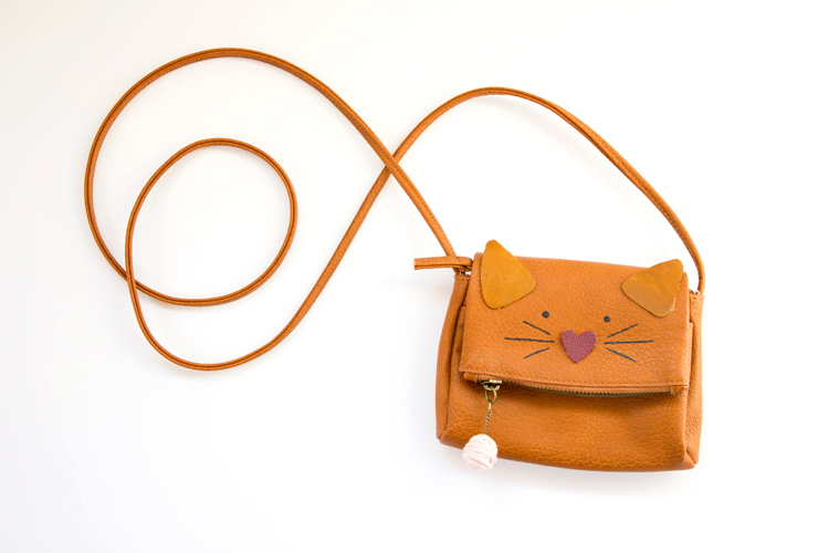 Kitty Cat Purse Hack // www.deliacreates.com