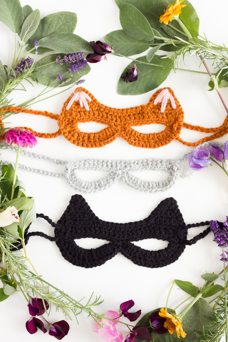 Crocheted Cat Mask: free pattern + tutorial // www.deliacreates.com