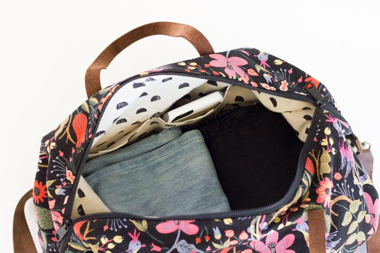 Overnight Bag Tutorial for Mollie Makes // www.deliacreates.com