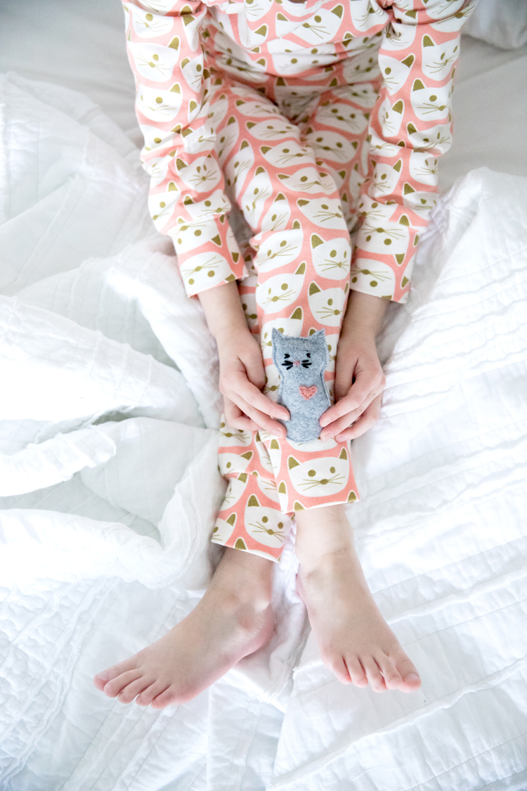 Kitty Pajamas + free pocket kitty pattern // www.deliacreates.com