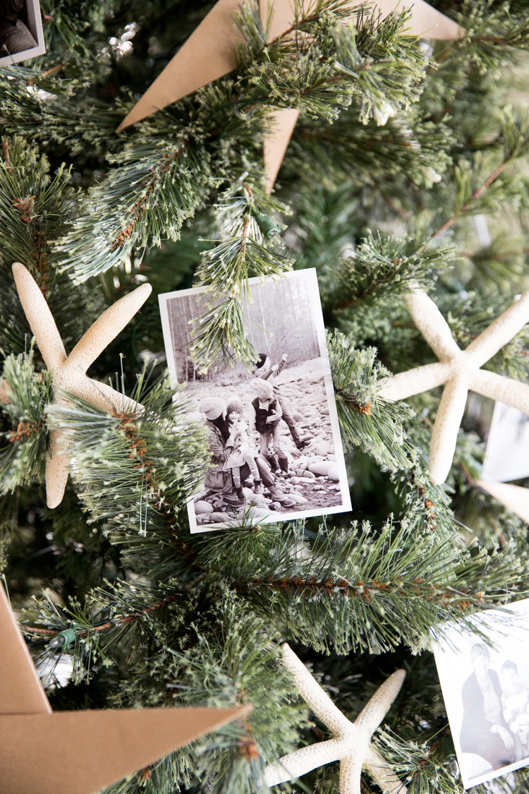 Photo Ornament Christmas Tree // www.deliacreates.com