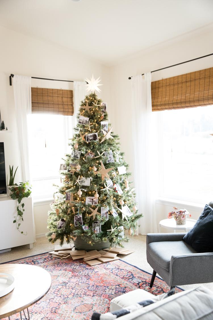 Photo Ornament Christmas Tree // www.deliacreates.com