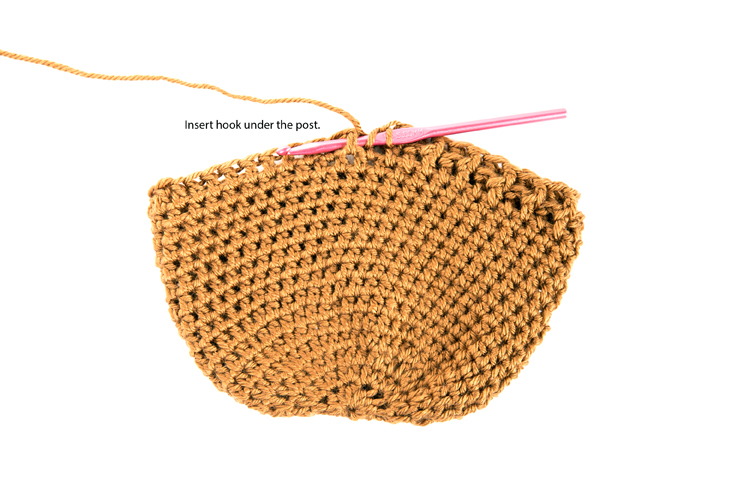 Bonnet Beanie - FREE CROCHET PATTERN // www.deliacreates.com