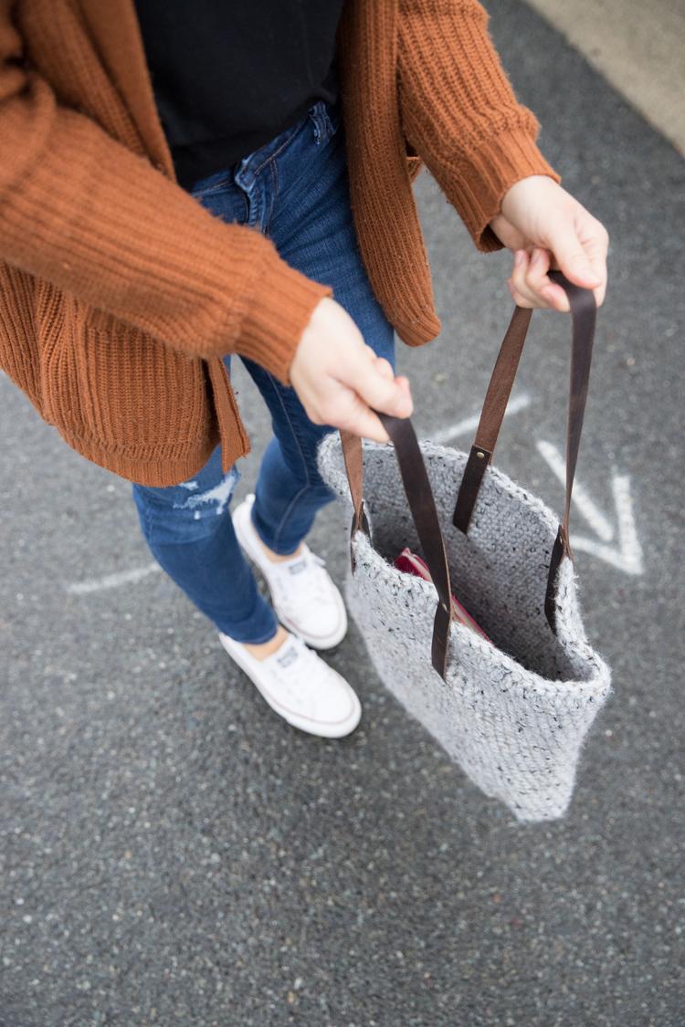 Leather Strap Crocheted Tote - FREE PATTERN // www.deliacreates.com