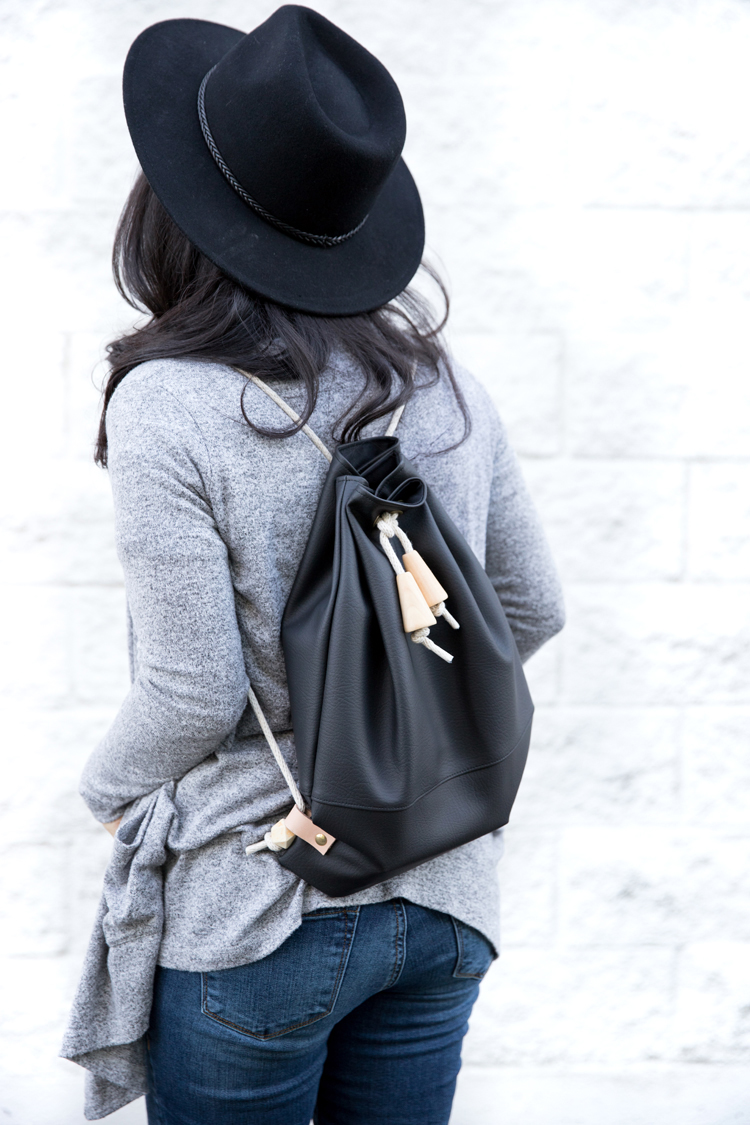 Faux Leather Drawstring Backpack TUTORIAL - great for beginners! // www.deliacreates.com