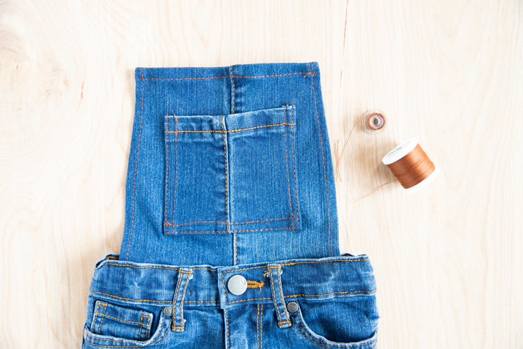 Easy Overalls Tutorial with Elastic Straps and Buckles // www.deliacreates.com // an easy hack to getting that thick denim thread look with just regular all-purpose thread
