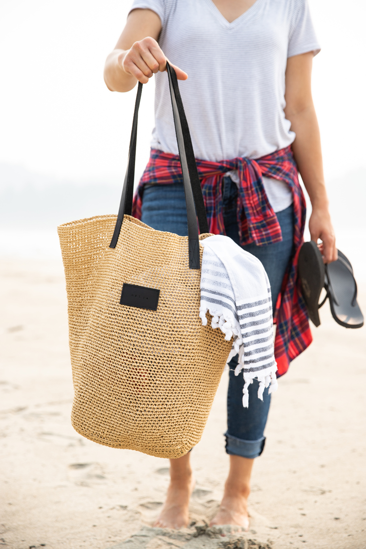 Crocheted Raffia Beach Bag // www.deliacreates.com // kit by Wool and The Gang