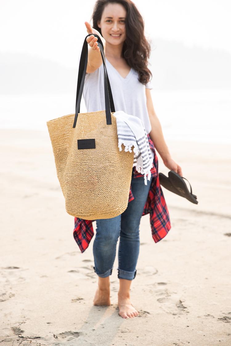 Crocheted Raffia Beach Bag // www.deliacreates.com // kit by Wool and The Gang