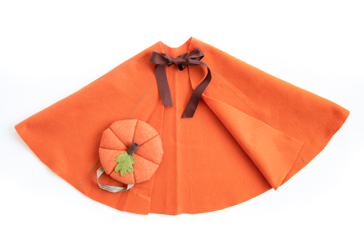 Five Minute Felt Costume Cape Tutorial (no sew!) // www.deliacreates.com // make it a pumpkin costume, or anything your little's heart desires!