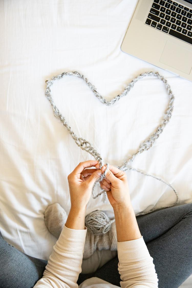 Zenni Glasses + Chunky Crocheted Infinity Scarf - FREE PATTERN + TUTORIAL! // www.deliacreates.com