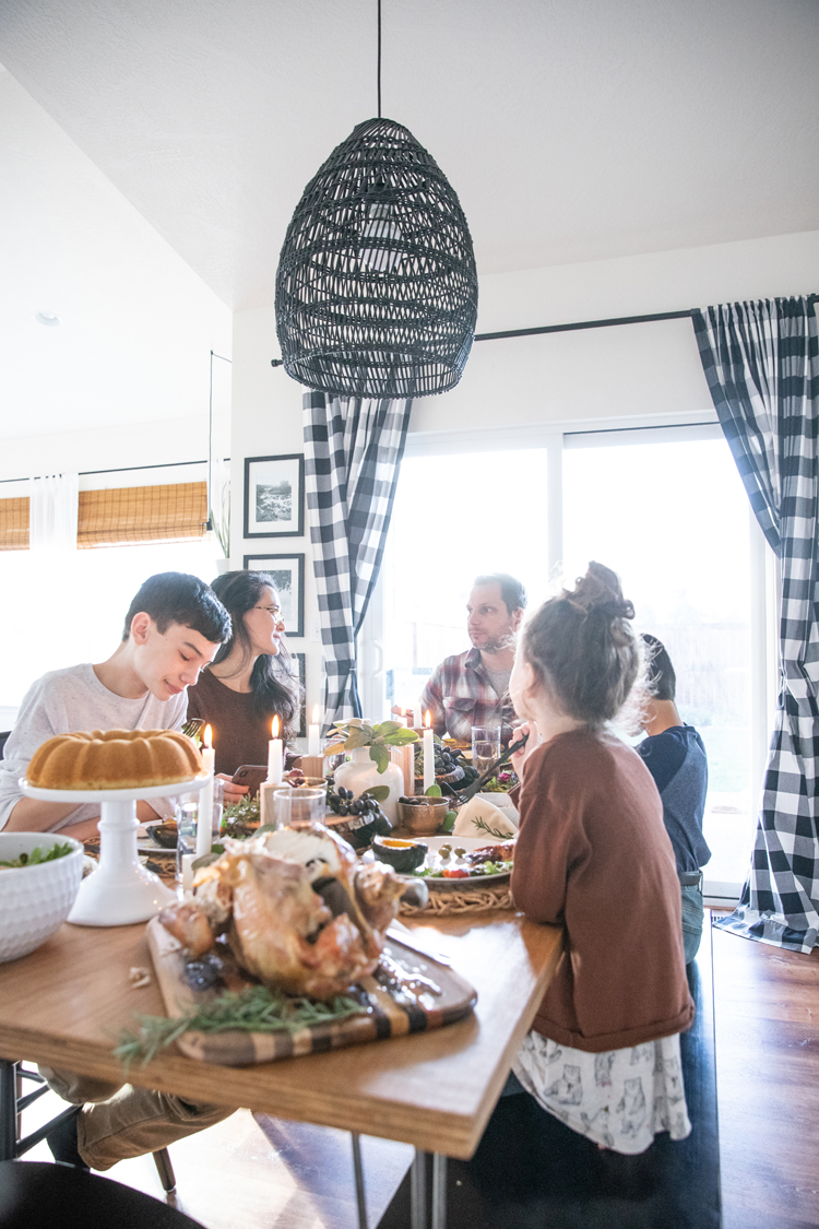 Four Easy Ideas For Making Thanksgiving More Meaningful with @signaturejeans // www.deliacreates.com // #sponsored