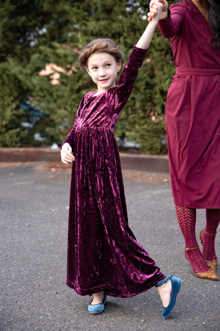 Mommy and Me Christmas Dresses // www.deliacreates.com