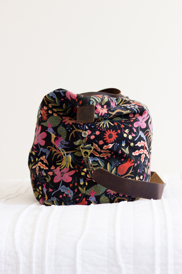 Weekender Bag - Sewing Tutorial // www.deliacreates.com