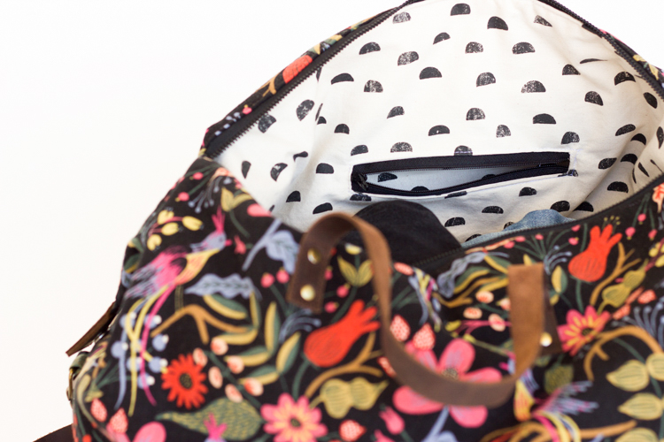 Weekender Bag - Sewing Tutorial // www.deliacreates.com // inside welt pocket