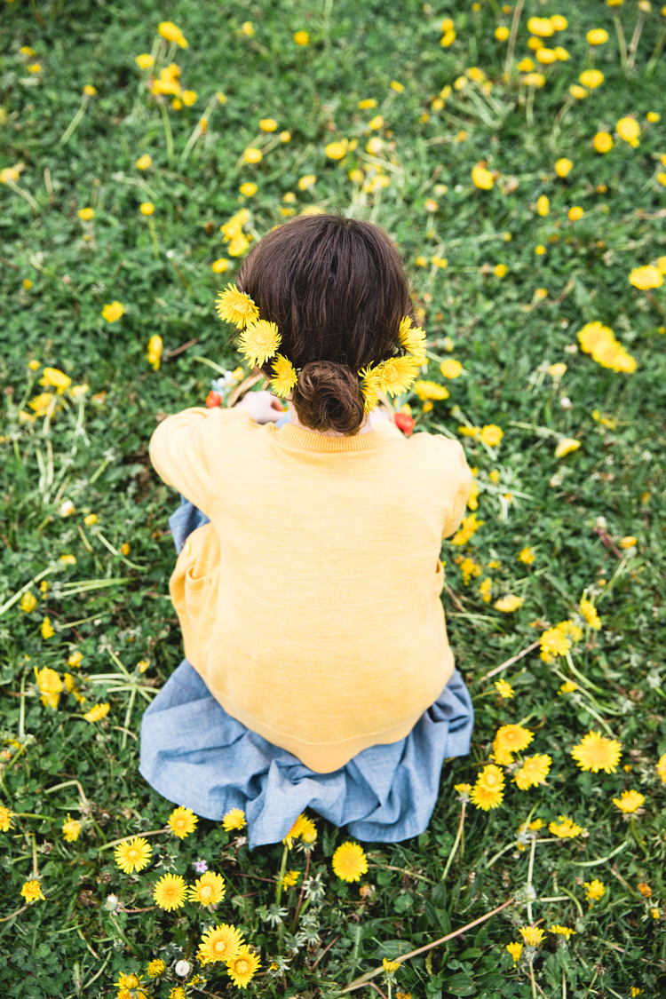 Spring Dandelions and a floral Easter basket// www.deliacreates.com