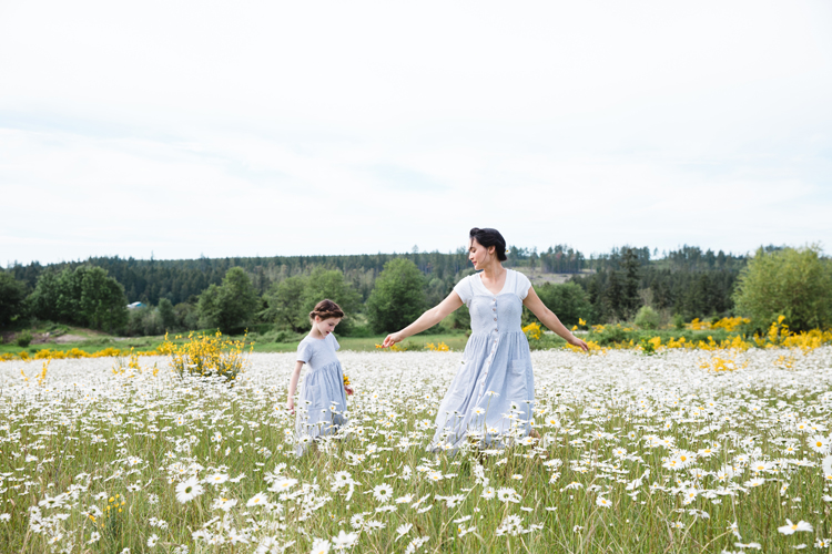 Jessica Dress + Geranium Dress in Daisy fields // www.deliacreates.com // sewing pattern dress reviews