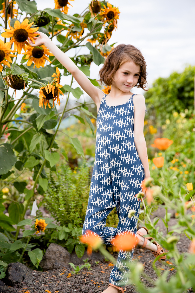 Hoppe Jumpsuit in the garden // www.deliacreates.com