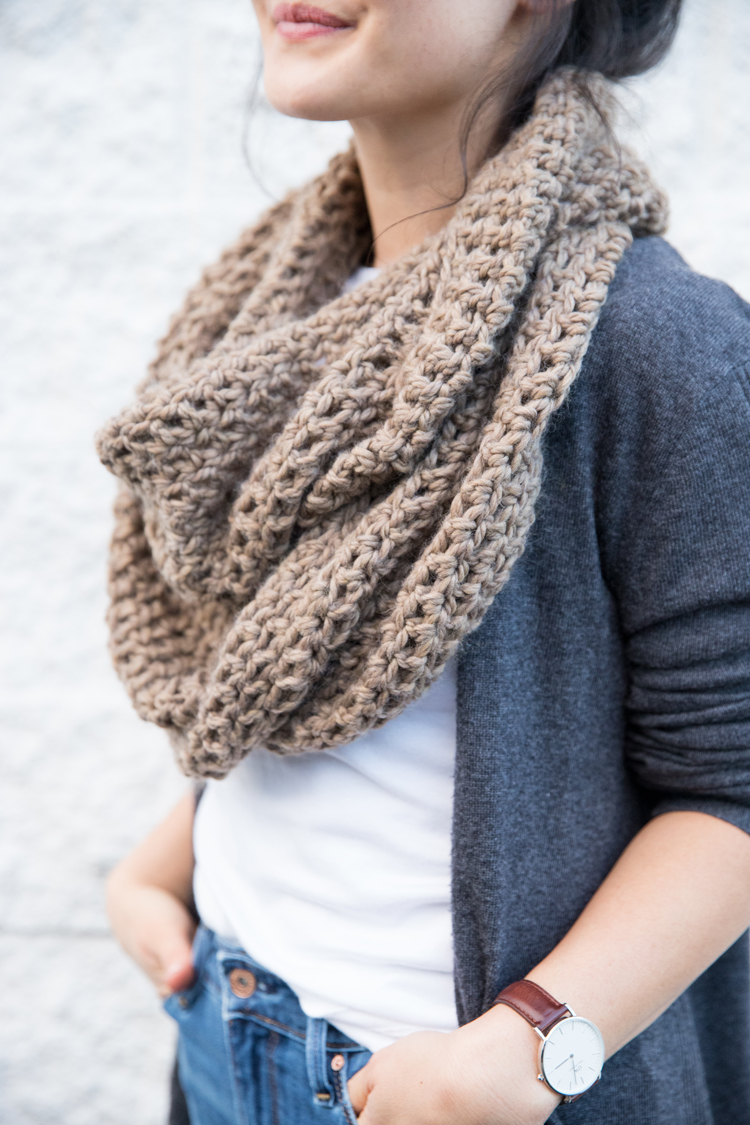Crochet Basics: How to Double Crochet and Make a Scarf // www.deliacreates.com