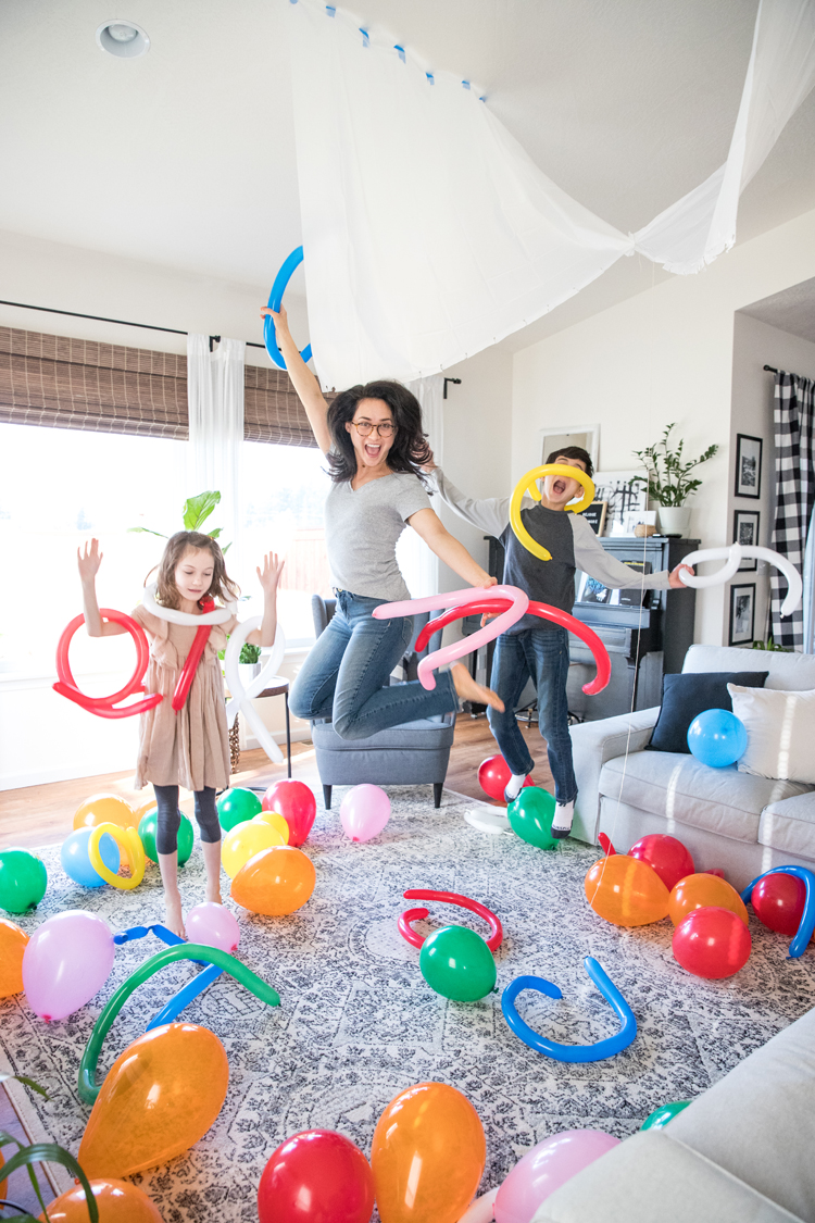 7 Easy ways to make New Year's Eve fun for kids and families! // Set up a balloon drop! // www.deliacreates.com