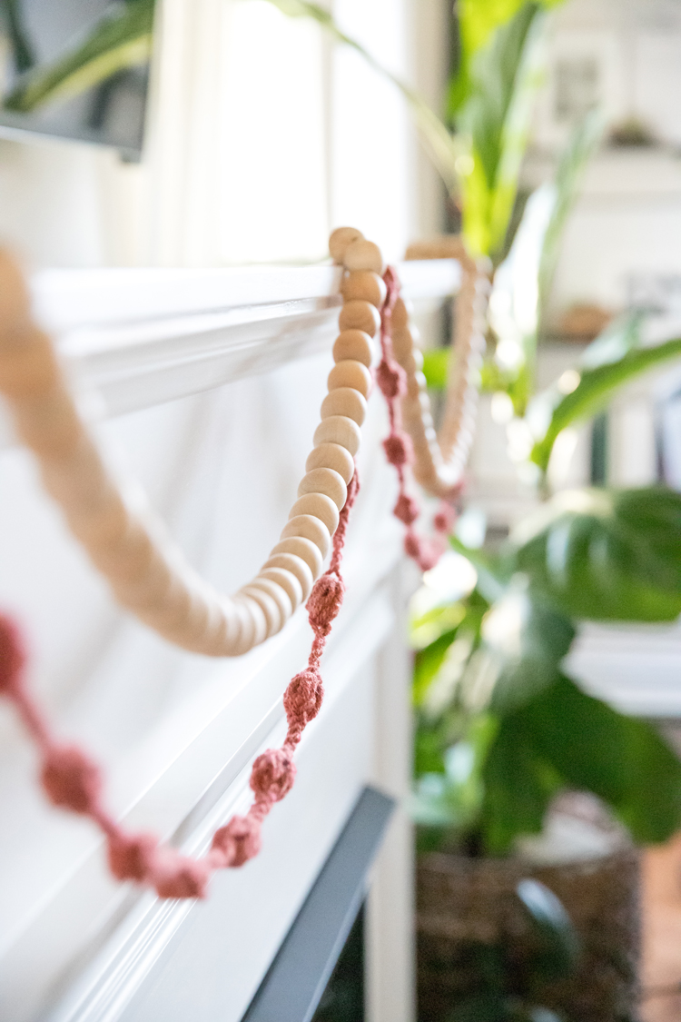Bubble Puff Crochet Garland - Video Tutorial // www.deliacreates.com