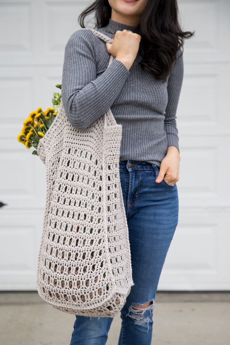 Crochet Mesh Bag - free pattern! // www.deliacreates.com