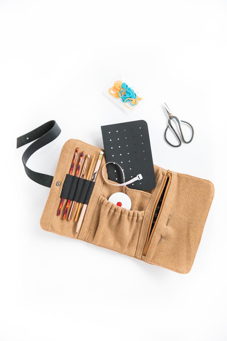 Maker's Wallet Tutorial - free cut file! // www.deliacreates.com
