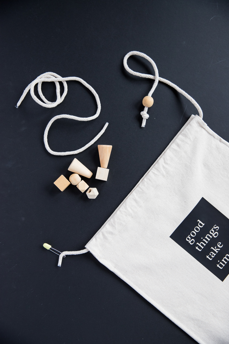 Project Bag - tutorial + free cut file! // www.deliacreates.com