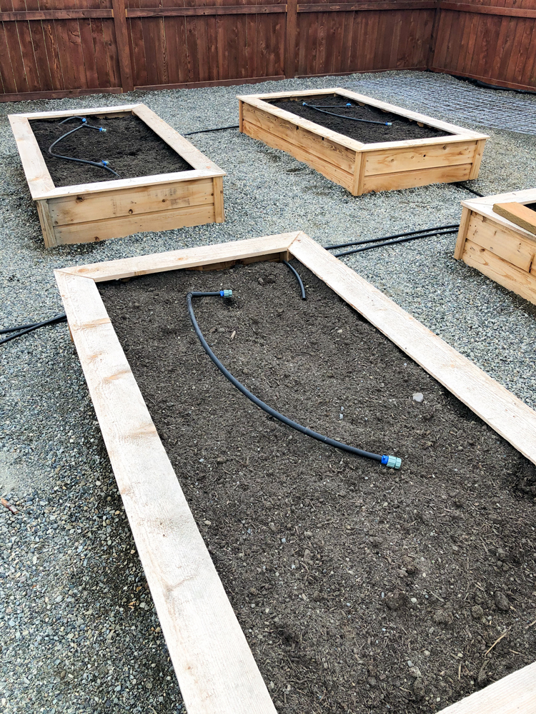 How to save money on soil for your raised beds // www.deliacreates.com