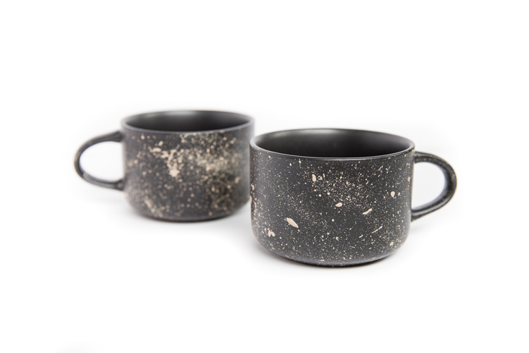Dishwasher Safe Paint Splatter Mugs TUTORIAL // www.deliacreates.com