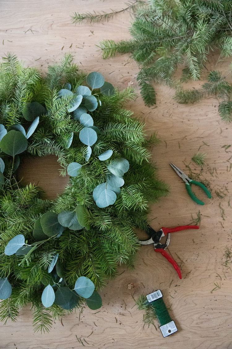 Easy Evergreen Wreath Video Tutorial // www.deliacreates.com