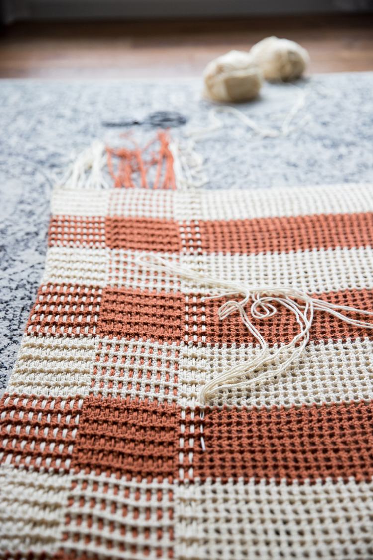 Crochet Gingham Throw Blanket - Free Pattern // www.deliacreates.com