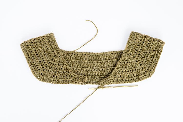 Simple Raglan Cardigan - Free Crochet Pattern // www.deliacreates.com