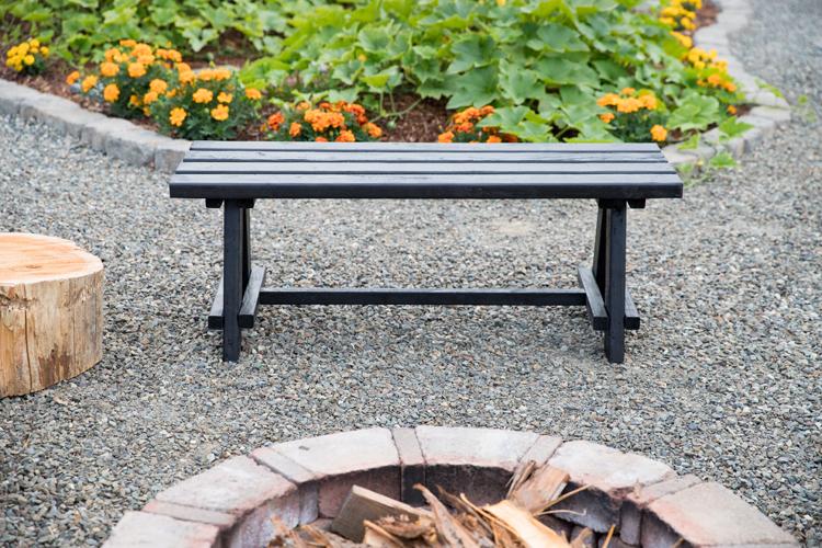 Easy Garden Bench Video Tutorial // www.deliacreates.com